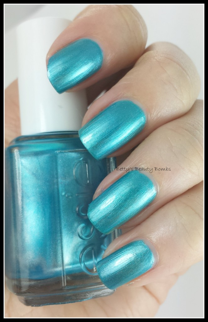 Essie-Beach-Bum-Blu