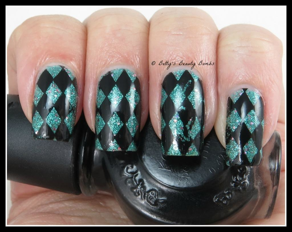 Checker-nail-art-stamping