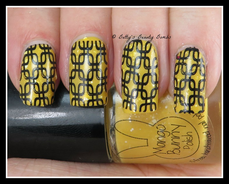 black-and-yellow-nail-art