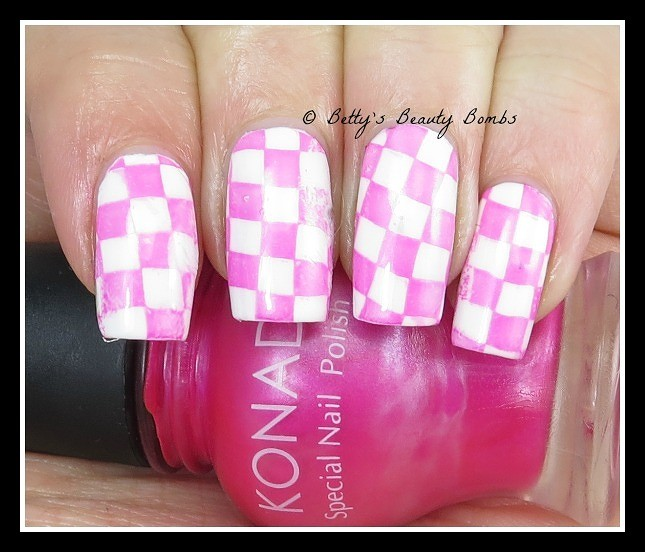 checkerboard-nail-art