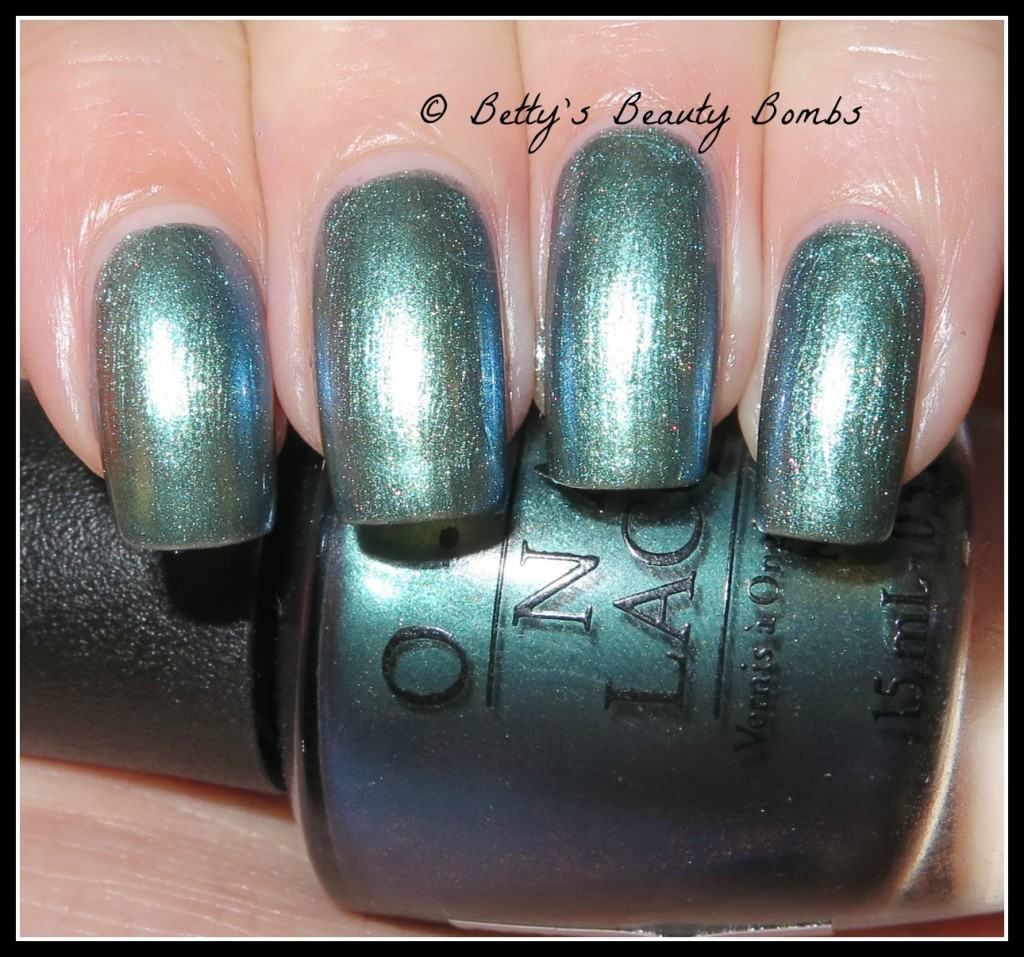 opi-this-color's-making-waves-swatch