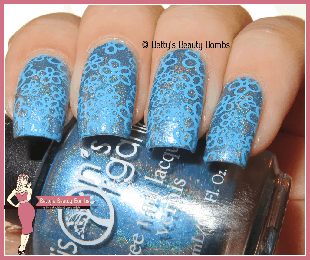 blue-holo-nail-art