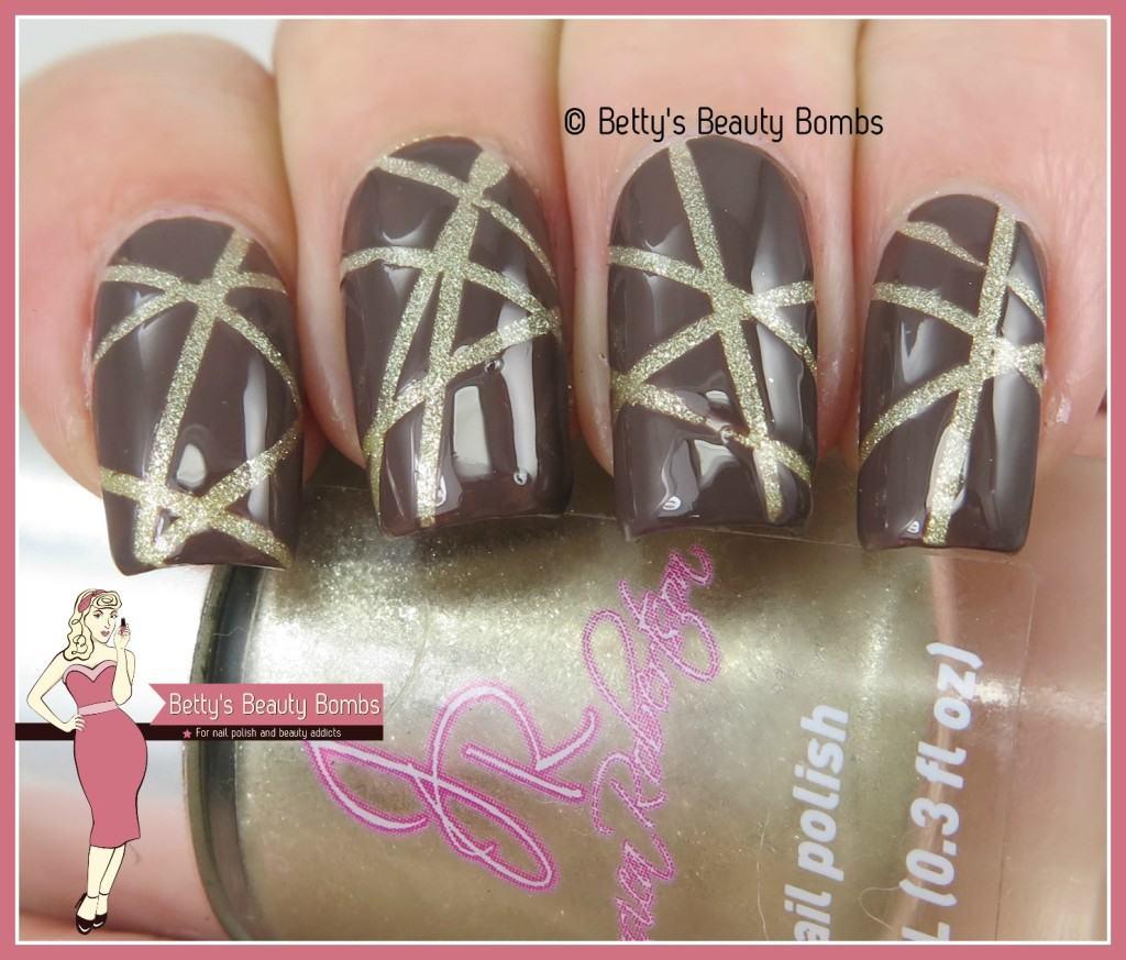 gold-stripes-nail-art