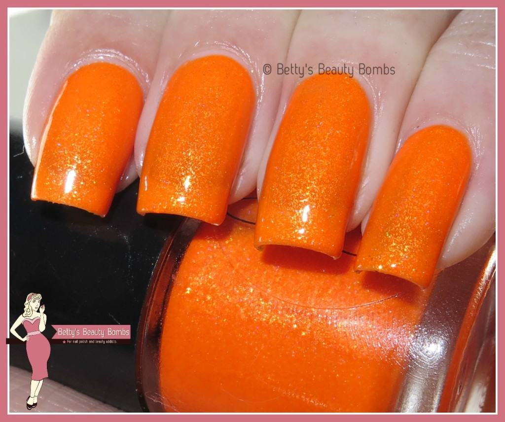 mango-bunny-polish-come-to-papaya-swatch