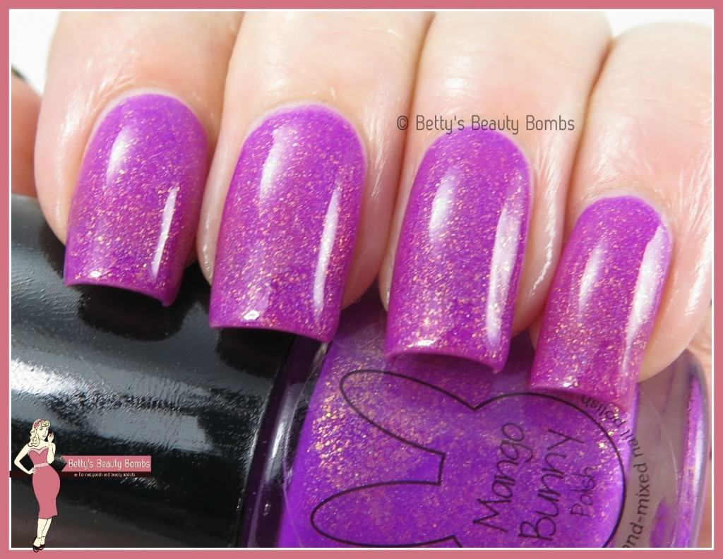 mango-bunny-polish-iris-you-were-here-swatch