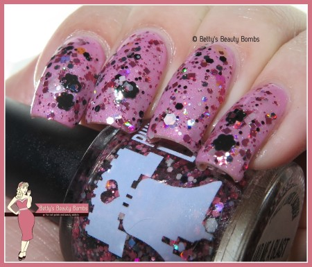 philly-loves-lacquer-had-me-a-blast-swatch