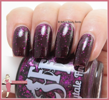 fairytale-finish-crushed-garnet-swatch