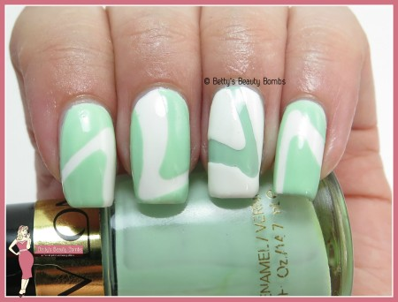 mint-and-white-mani