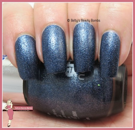 essence-blue-jeaned-swatch