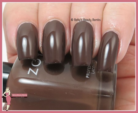 zoya-desiree-swatch