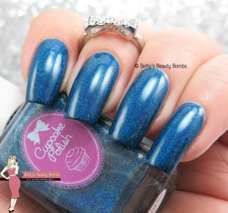 cupcake-polish-bat-chelor-pad-swatch