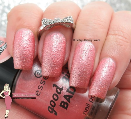 essence-good-girls-wear-peach-swatch