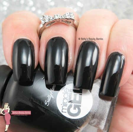 sally-hansen-blacky-o-swatch