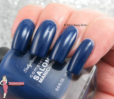 sally-hansen-midnight-affair-swatch