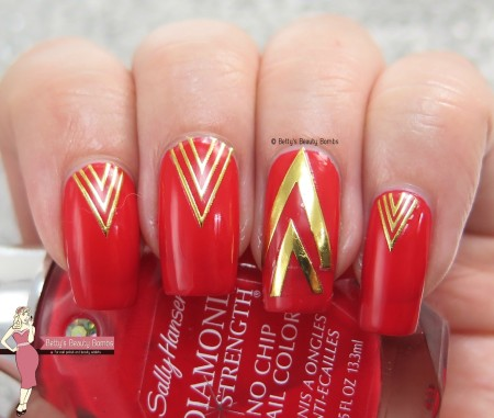 gold-chevron-nail-art