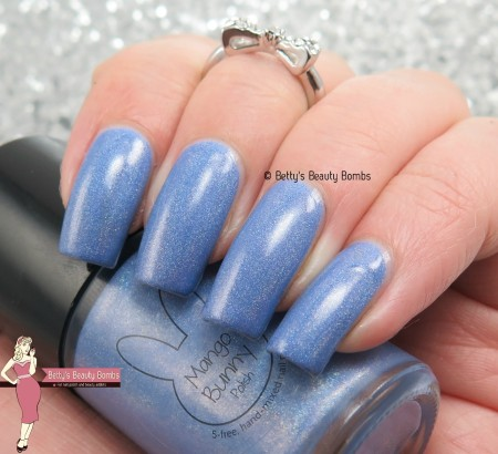 mango-bunny-polish-blue-moon-swatch