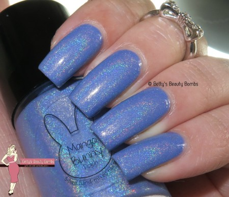 mango-bunny-polish-blue-moon-with-flash