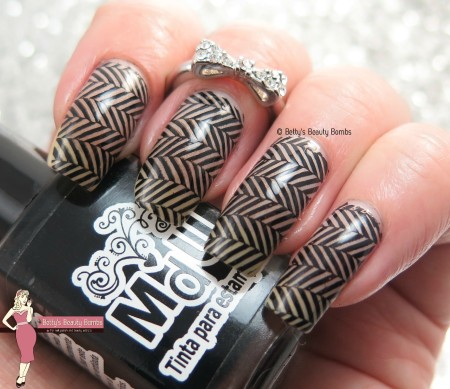 crosshatch-nail-art
