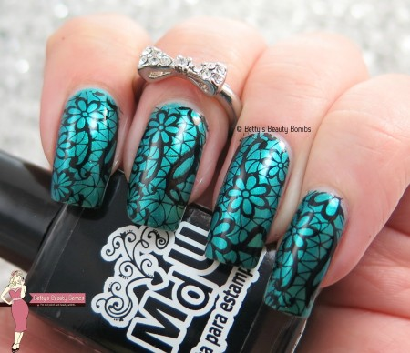 teal-and-black-nail-art