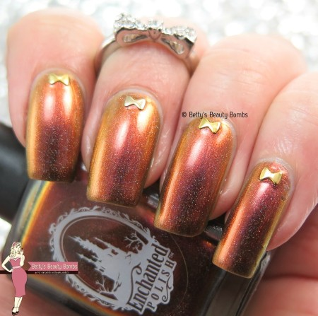 gold-bow-rhinestone-nail-art