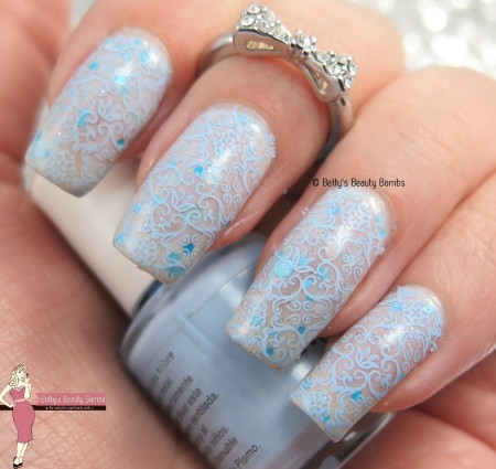icy-blue-nail-art