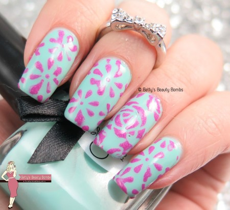 mint-and-pink-nail-art