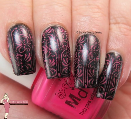 black-and-pink-nail-art
