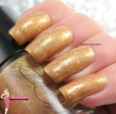 mango-bunny-polish-mega-watt-swatch