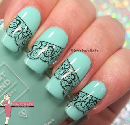 lace-and-mint-nail-art