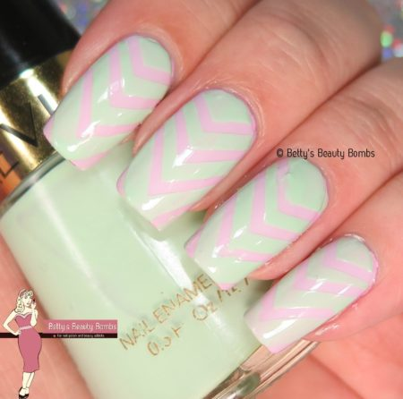 mint-chevron-nail-art