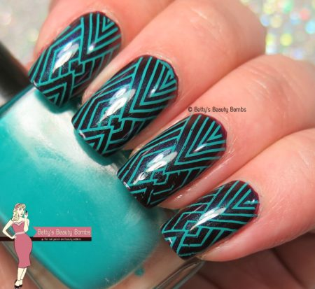 linear-stamped-nail-art