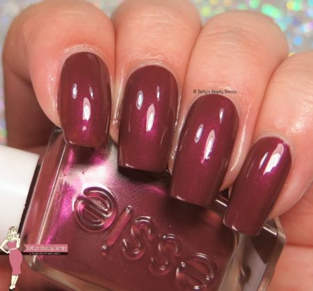 essie-pearls-of-wisdom-swatch