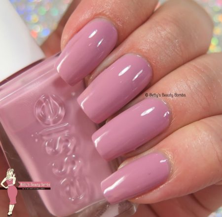 essie-touch-up-swatch