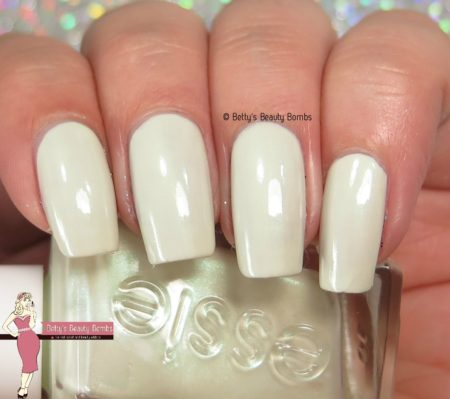 essie-zip-me-up