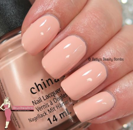 china-glaze-sand-in-my-mistletoes-swatch