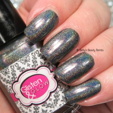 glisten-and-glow-mae-swatch