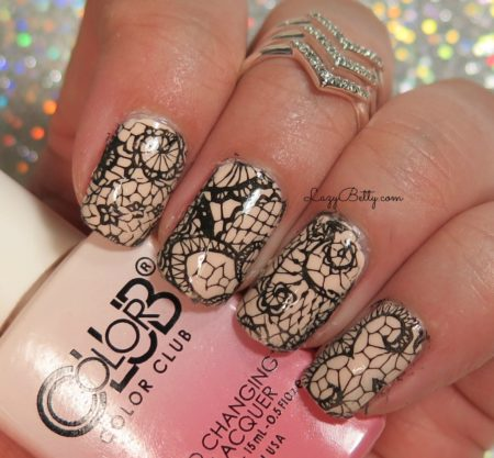nail-hugs-lace-design