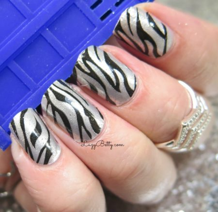 color-street-serengeti-stripes-nail-wraps